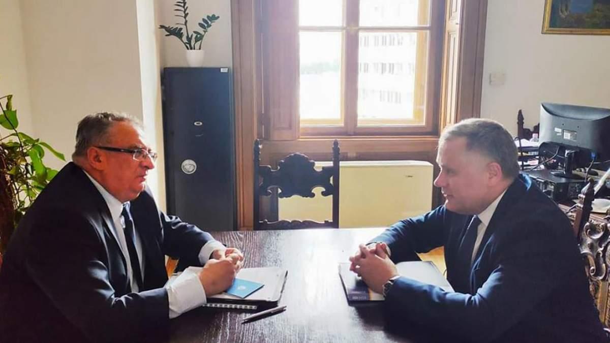 Україна і Угорщина домовляться про визнання дипломів і ступенів
