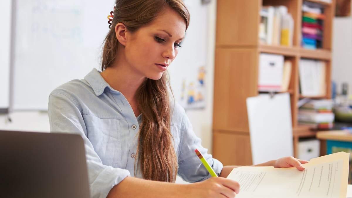 Чи можуть вчителя звільнити за його пости у соцмережах: думка юриста