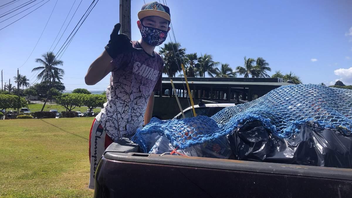 На Гаваях підліток сортує сміття, щоб оплатити навчання іншим дітям