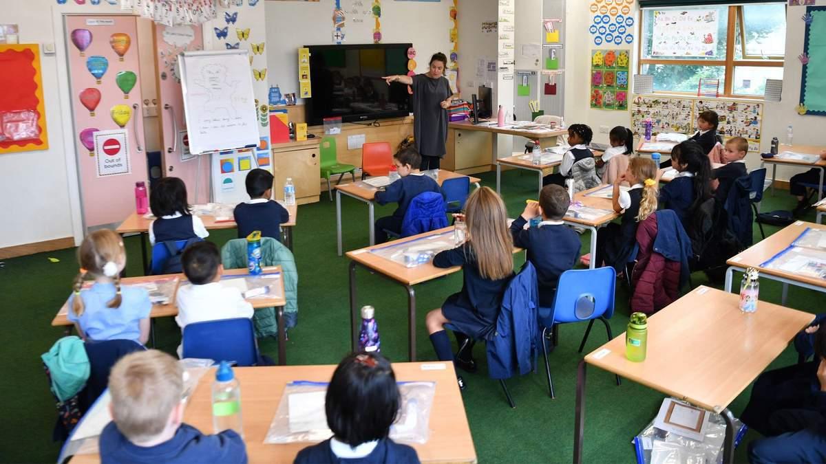 Цікаві завдання і часті канікули: факти про лондонську початкову школу