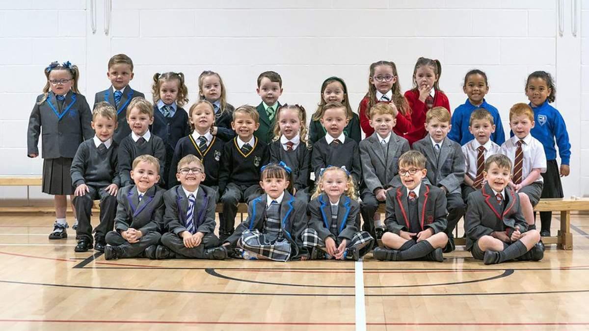 15 пар близнецов пойдут в первый класс в Шотландии: фото