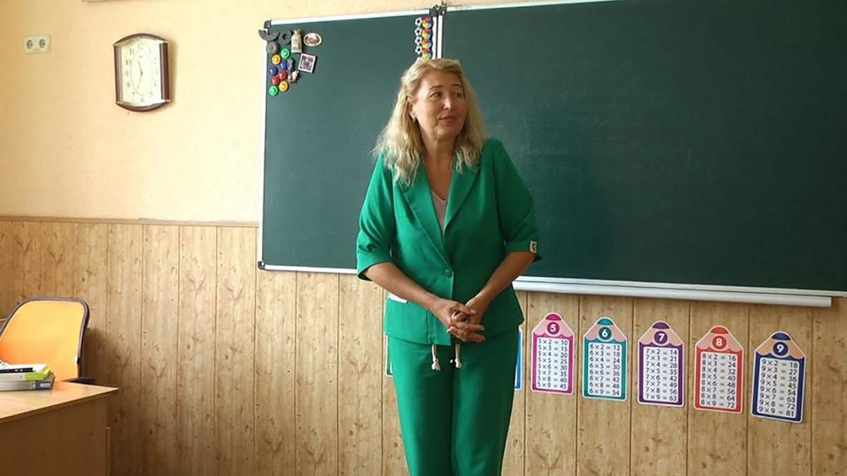 В Хмельницкой области учительница, которую уволили за буллинг ученицы, возобновилась в школе