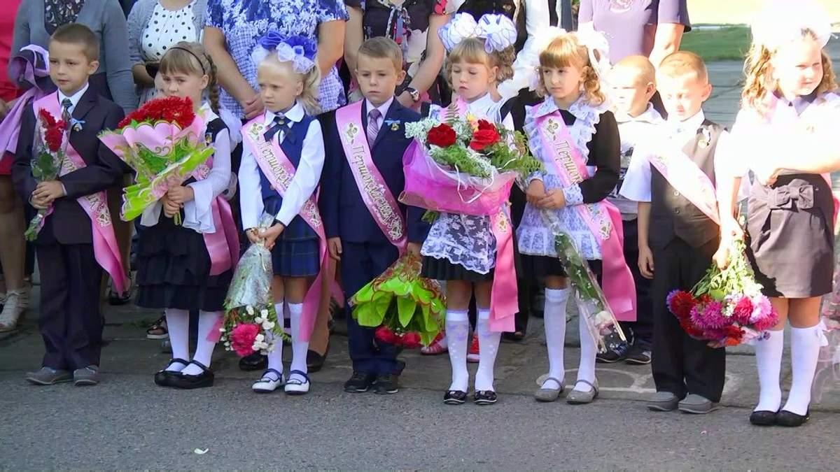 Чи буде у школах традиційна лінійка 1 вересня: відповідь МОН - Україна новини - Освіта