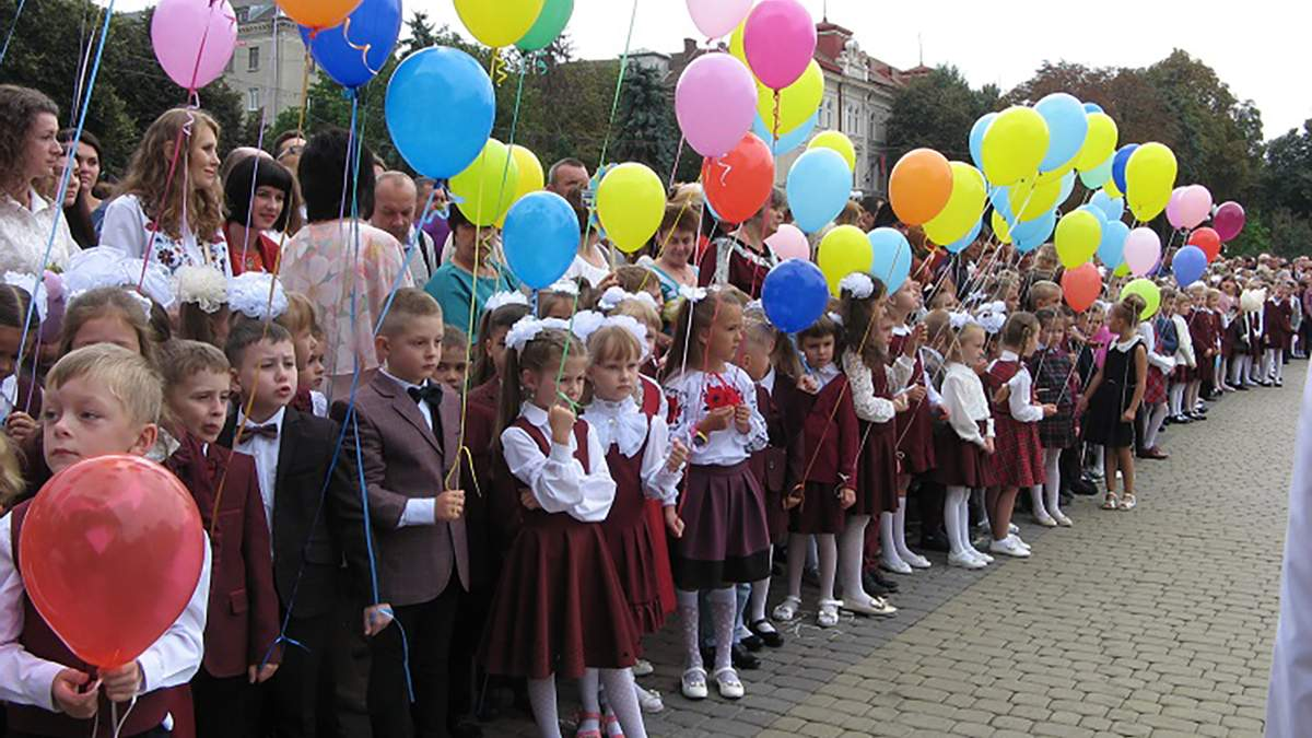 Як школам провести лінійку на 1 вересня: важливі рекомендації МОЗ - Україна новини - Освіта