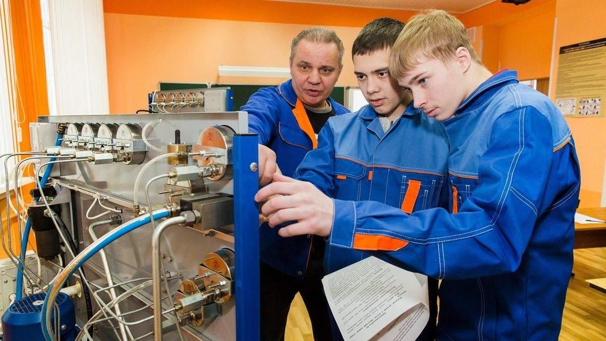 Профтехи проводять додатковий набір вступників: терміни подачі документів - Україна новини - Освіта