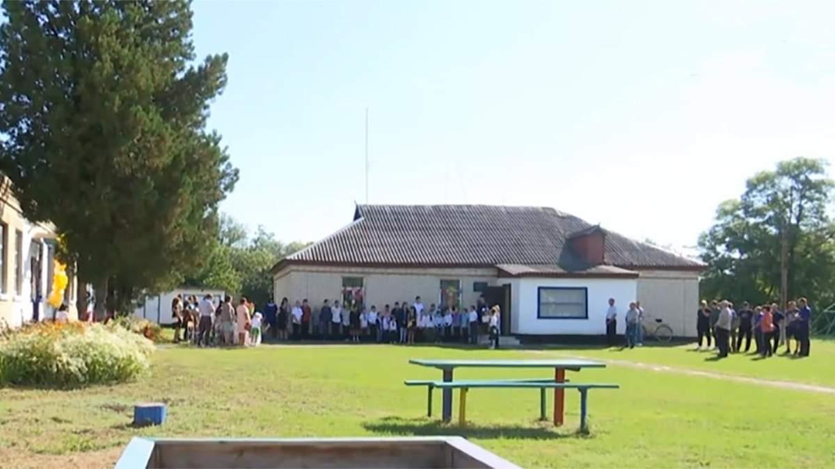 На Полтавщині діти прийшли до школи, якої юридично не існує - Новини Полтави сьогодні - Освіта