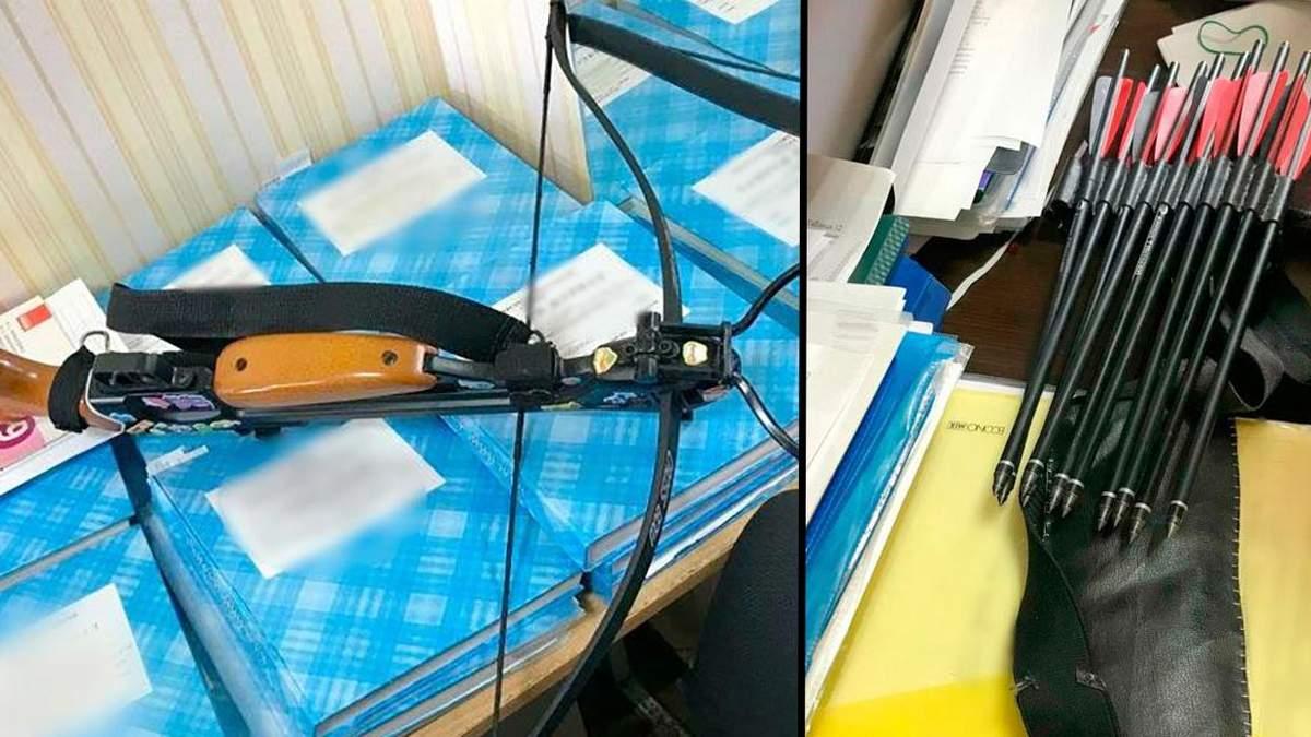 Вчительці наскрізь прострелила руку: подробиці про стрільбу з арбалету в школі Полтави - Новини Полтави - Освіта
