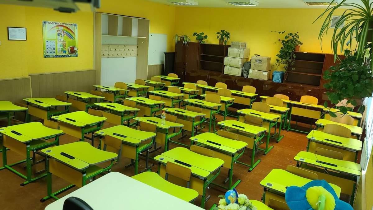 """В Виннице школа сэкономила на учительнице и """"забаррикадировала"""" первоклассников в классе – фото"""