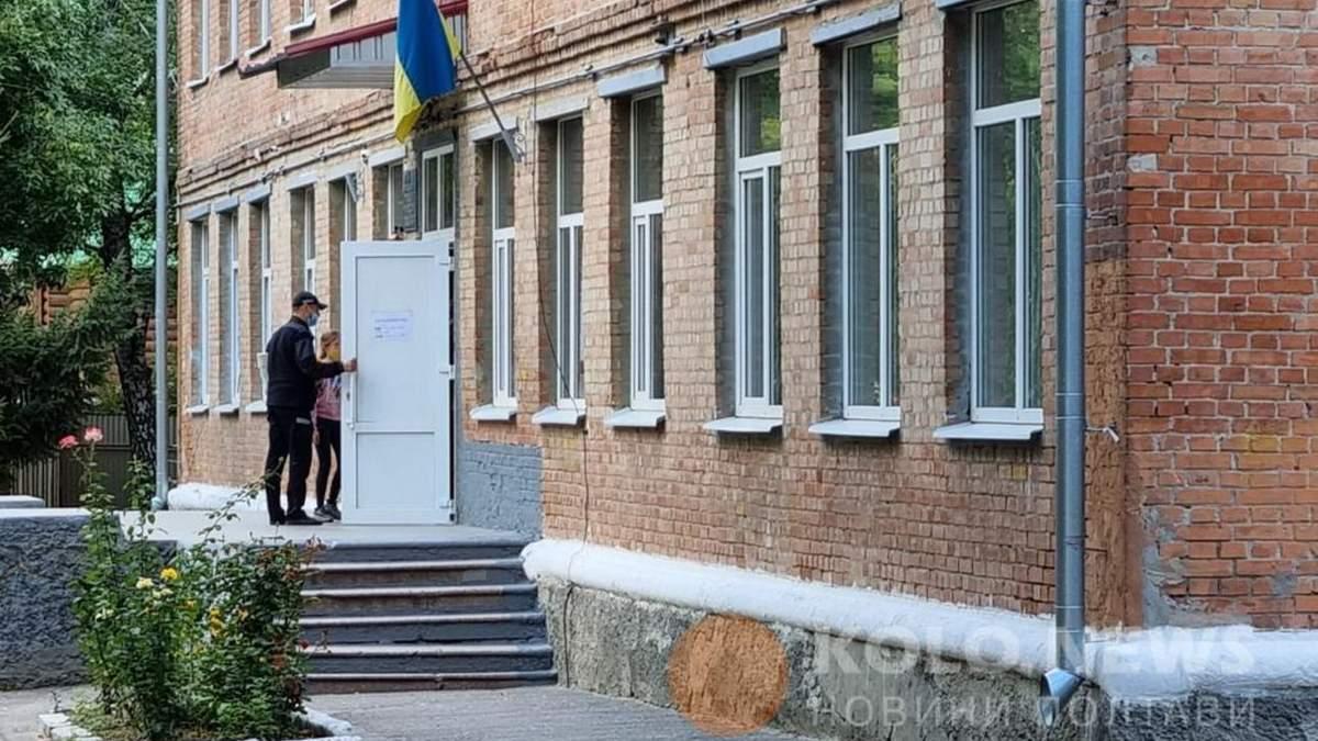 Арбалет у нападавшей отобрал ученик: новые подробности атаки на учителей в Полтаве