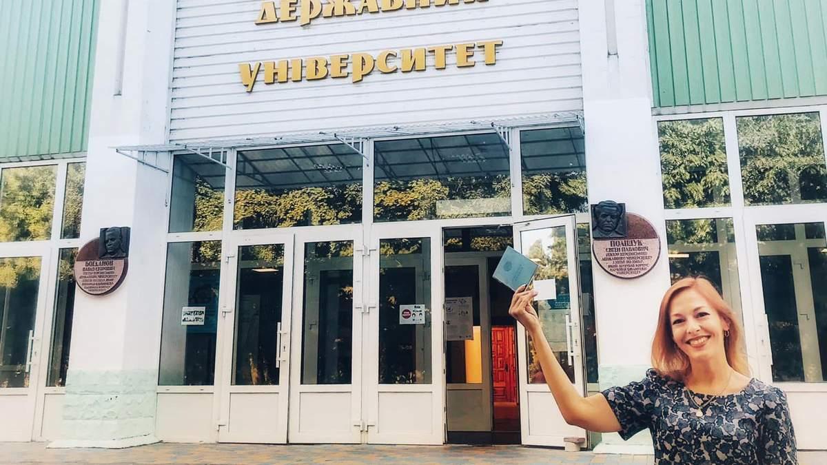 Скандал у херсонському виші: колишня викладачка звинуватила керівництво у махінаціях з виплатами - Україна новини - Освіта