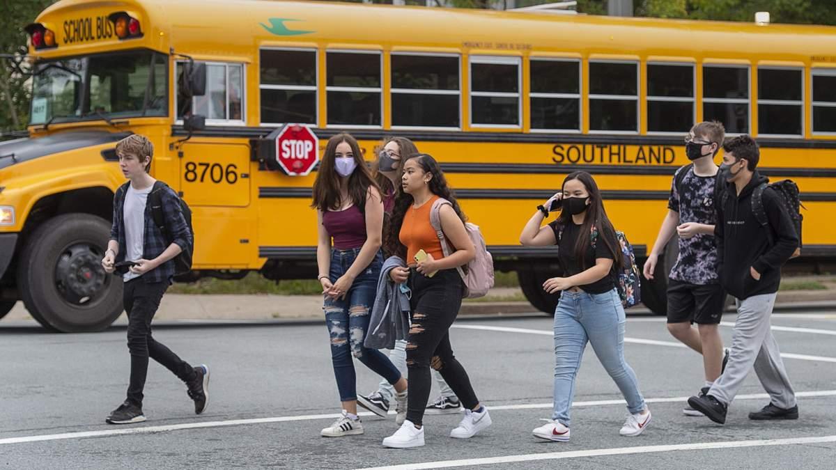 Безкоштовне приладдя, корисні звички та ланч-бокси: цікаві факти про навчання у школі Канади - Освіта