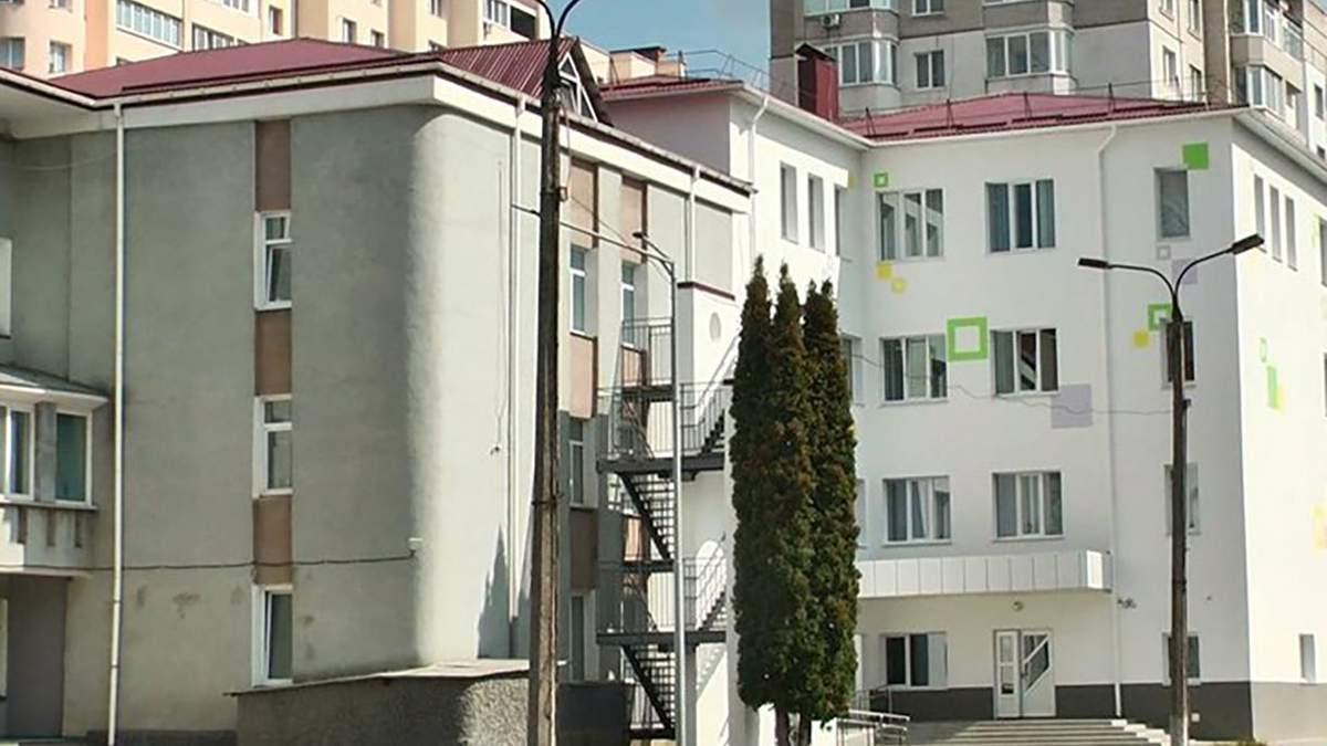 Учнів початкової школи у Хмельницькому госпіталізували з отруєнням: що сталося - Україна новини - Освіта