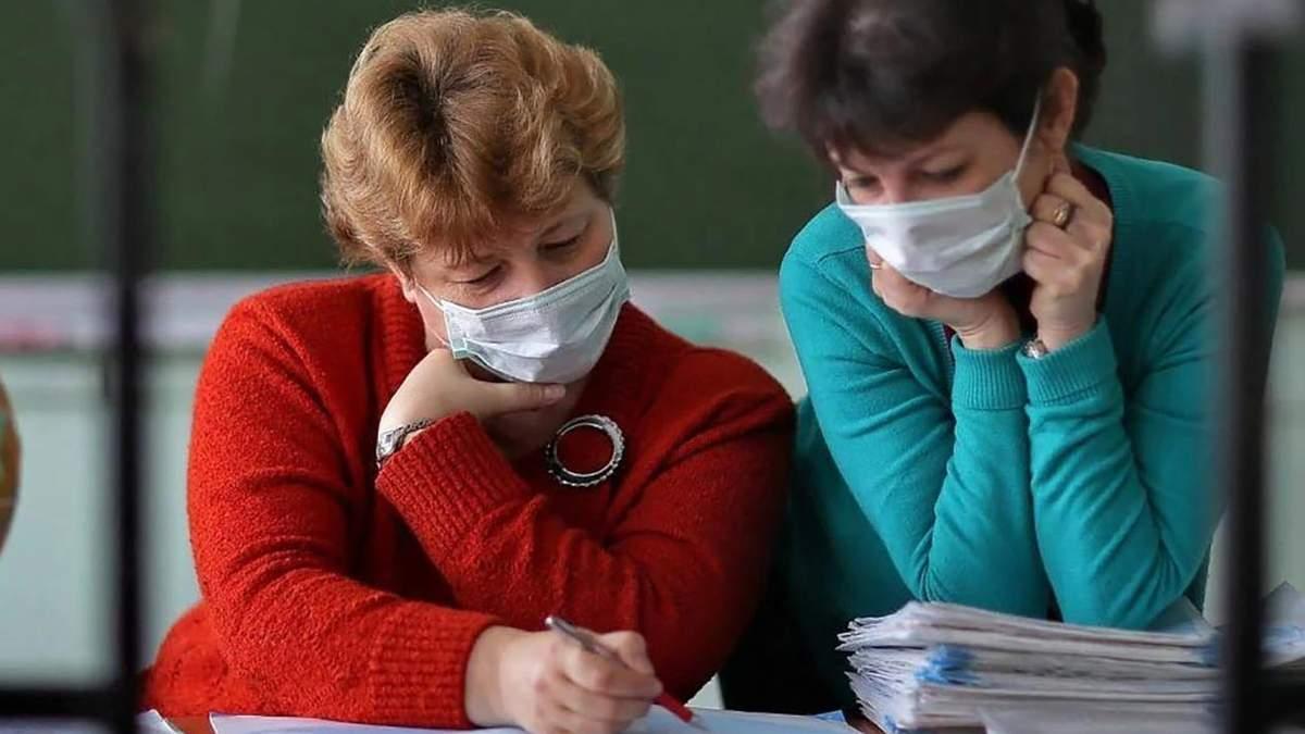 Премии не стимулируют: в Ивано-Франковской области учителя отказываются от вакцинации