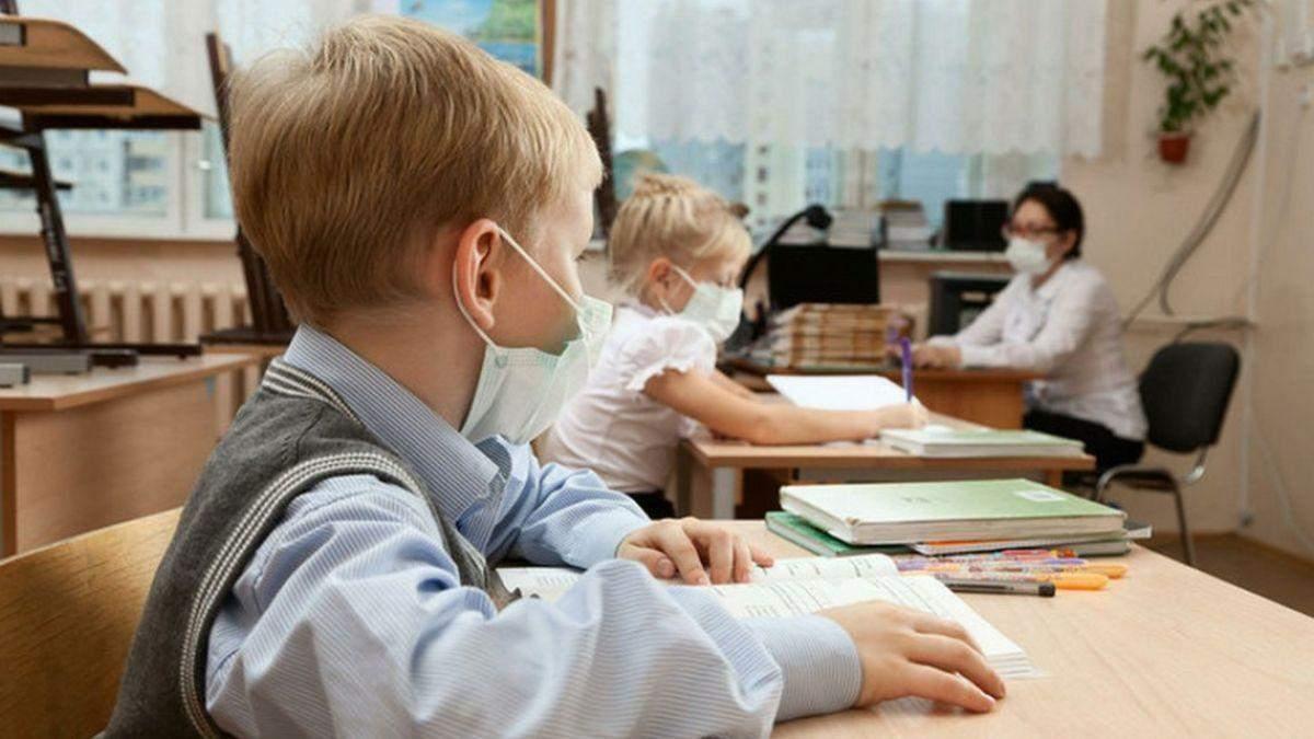 Мають вакцинуватися всі: уряд змінив умову роботи шкіл в червоній зоні - Освіта