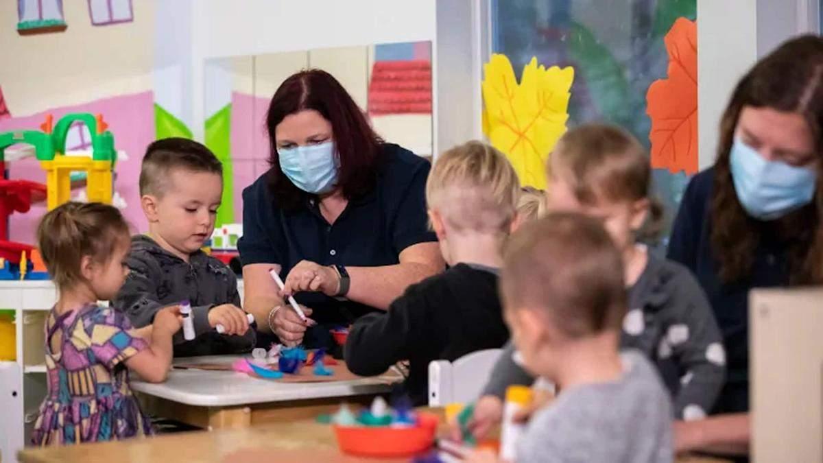 Початкова школа та садочки працюватимуть очно у будь-якій зоні, – МОН - Україна новини - Освіта