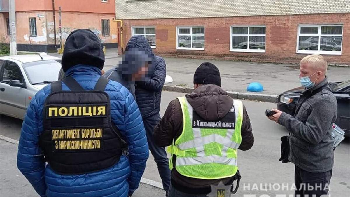 """""""Работал"""" даже во время перерывов между уроками: в Хмельницком учитель торговал наркотиками"""