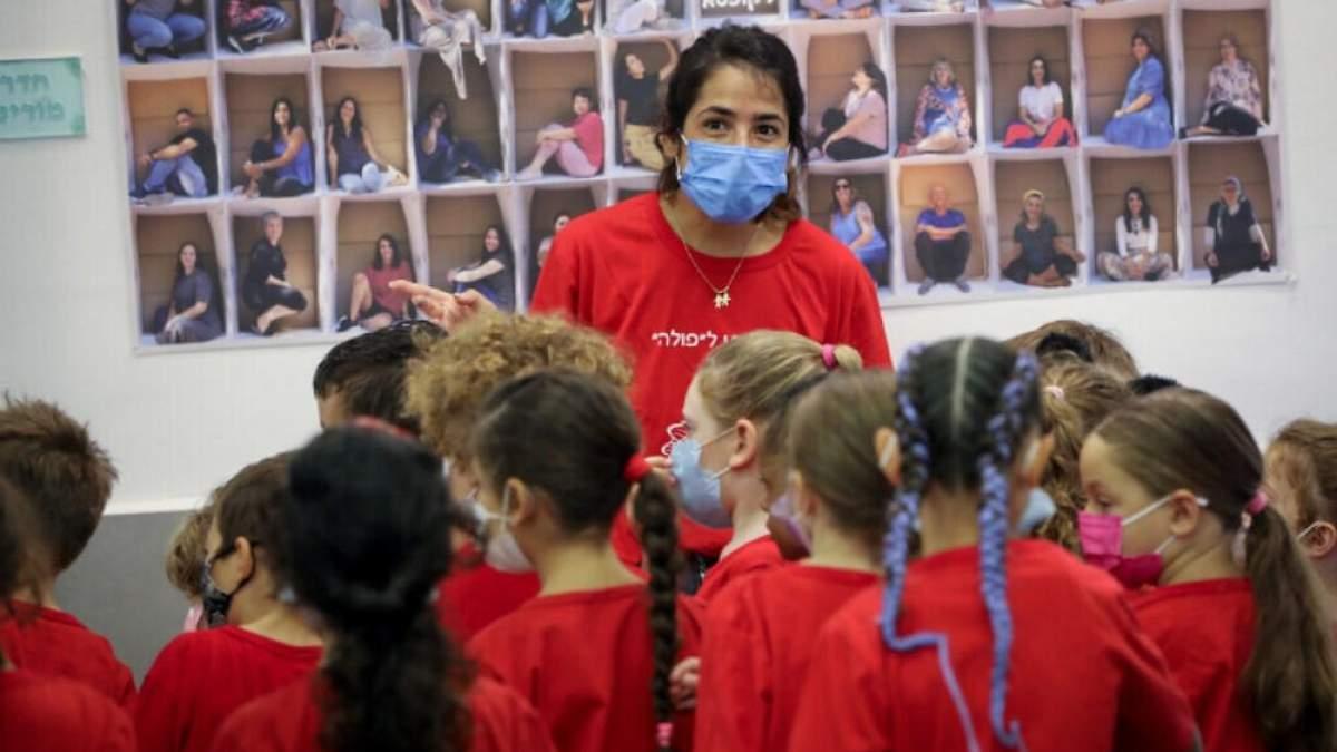 В Ізраїлі невакцинованим вчителям заборонили працювати у школі і не виплачують зарплату - новини Ізраїлю - Освіта