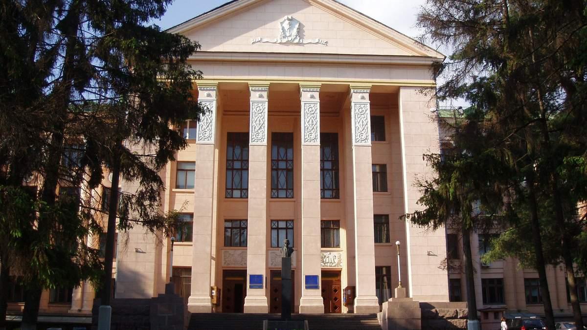 Скандал в университете Богомольца: невакцинированных студентов могут отчислить
