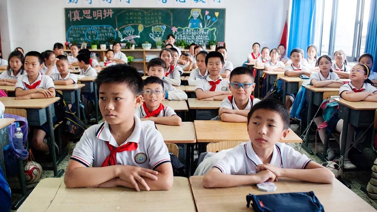 У Китаї почали чіпувати форму школярів: навіщо це роблять - Новини технологій - Освіта