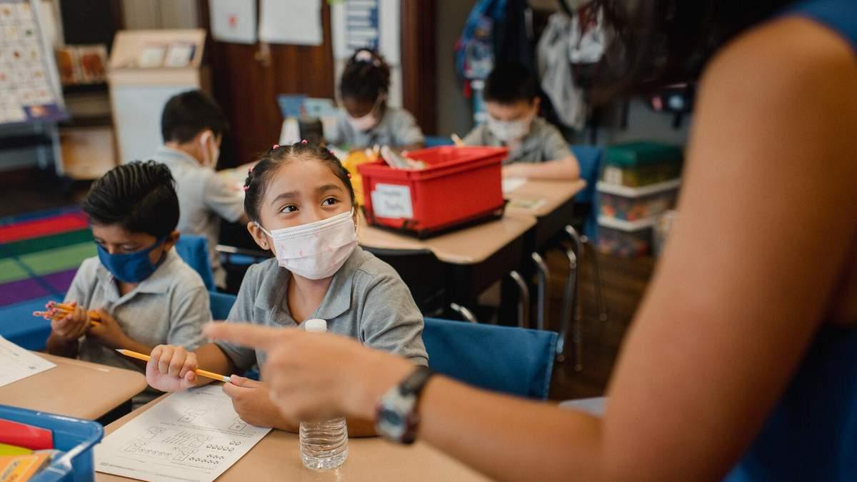 Як за кордоном працюють школи під час карантину та чи вакцинують вчителів проти COVID-19 - Україна новини - Освіта