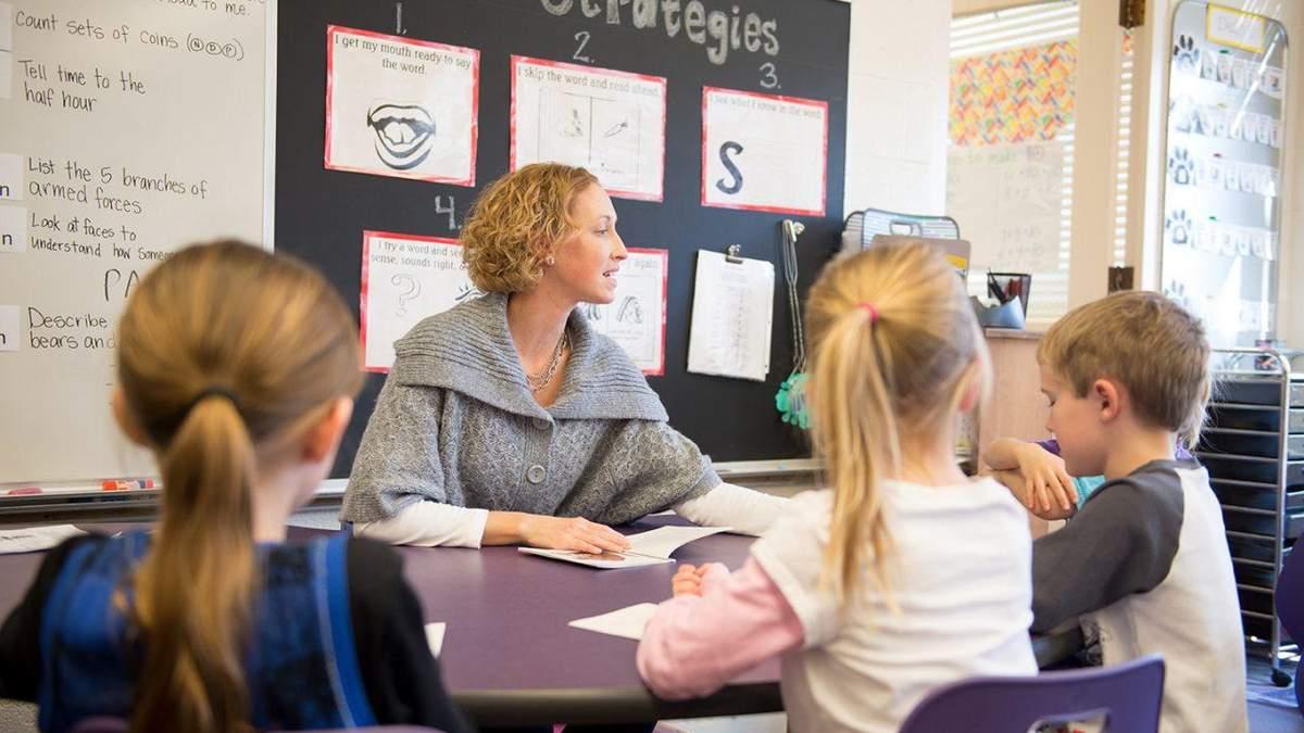 Атестація вчителів: яких змін чекати та як це впливає на зарплату педагогів - Україна новини - Освіта