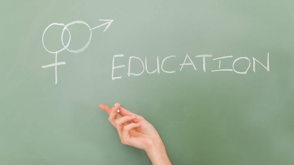 Сексуальна освіта у школі: коли починати та як про це говорять з дітьми за кордоном - Україна новини - Освіта