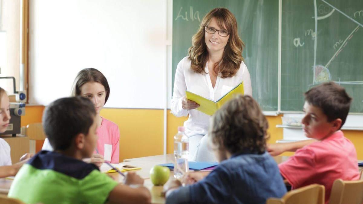 Надбавки і доплати вчителям: чому їх недоотримують педагоги - Україна новини - Освіта