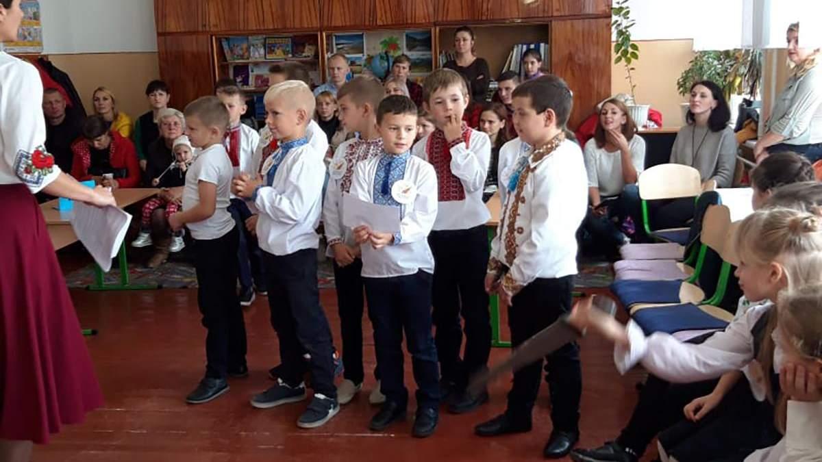 День защитников Украины: уместно ли поздравлять детей в школе –мнения психоаналитика и родителей