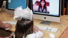Фото перед компьютером и привидения на уроке: забавные истории о том, как школьники учатся дома