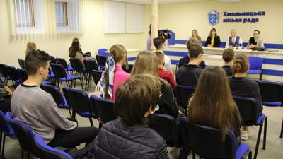 Хмельницьких школярів навчатимуть фінграмотності та ділової англійської на літніх канікулах