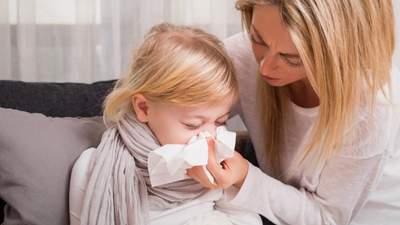 Можно ли ребенку с кашлем или насморком ходить в школу или садик: объяснение Минздрава