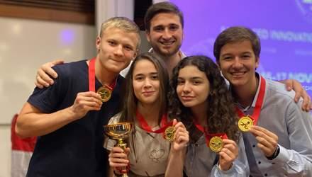 """Юні українські вчені вибороли 4 """"золота"""" в Сінгапурі: якими винаходами здивували"""