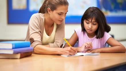 Сколько зарабатывают учителя в начале и через десять лет работы в школе: известны суммы