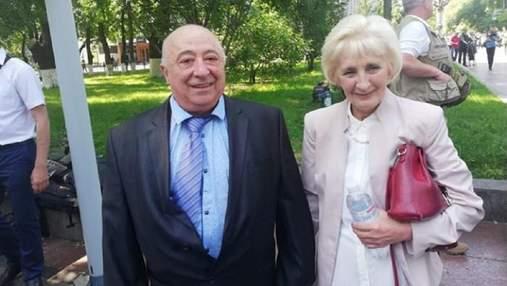 Шмыгаль заявил, что от него требуют вручить пожизненную стипендию отцу Зеленского