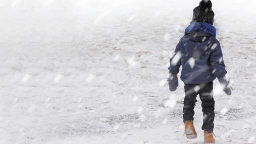 40 минут на морозе: 5-летнюю девочку высадили из автобуса на пустой остановке