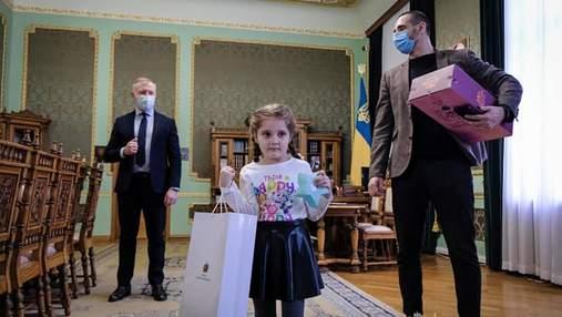 Зеленський привітав з 8 Березня дівчинку, яку зацькували у садочку Чернівців: милі фото