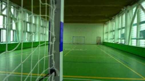 На 8-річну дитину впали футбольні ворота в школі на Черкащині: стан хлопчика