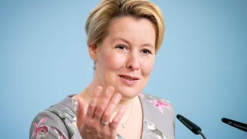Немецкий министр уходит в отставку из-за обвинений в плагиате