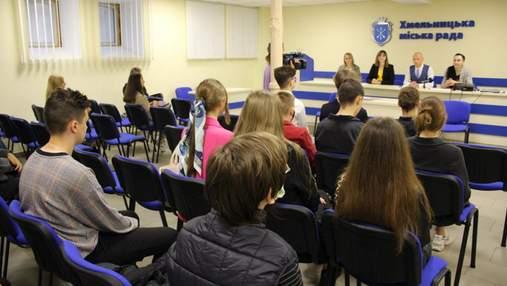 Хмельницких школьников будут учить финграмотности и делового английского на летних каникулах
