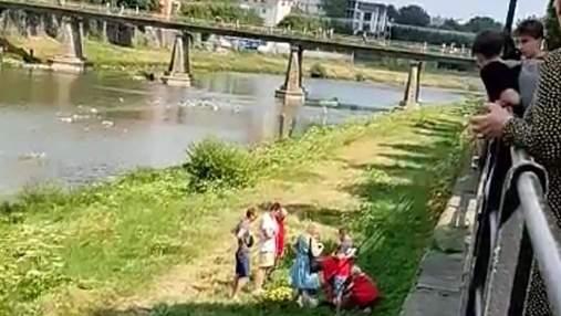 В Ужгороде 10-летний школьник упал с перил набережной: его сначала парализовало