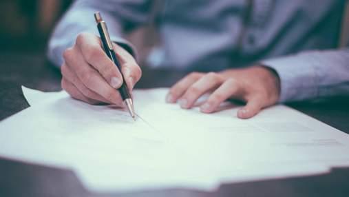 Скільки чиновників не склали іспит з державної мови та яких в них рівень української