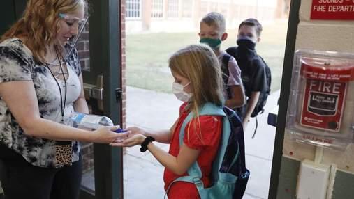 Щитки для вчителів та провітрювання класів: нова постанова про карантинні правила у школах