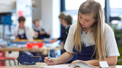 В МОН обещают повысить стипендии и зарплаты в профтехах