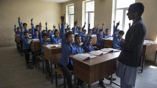 Строгое правление возвращается: талибы запретили девушкам учиться в школах