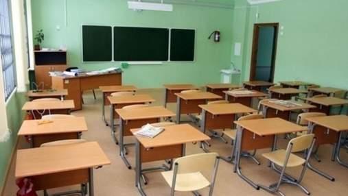 Таскал за волосы и поцарапал ухо: в Киеве учителя трудового обучения обвинили в избиении ученика