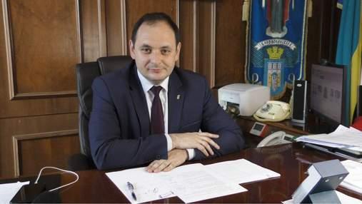 Мэр Франковска обещает 1 миллион гривен школе, которая первая вакцинирует всех работников