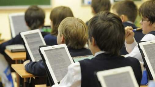 Збитки на 16 мільйонів гривень: чиновники на Миколаївщині закупили школам неякісні е-підручники