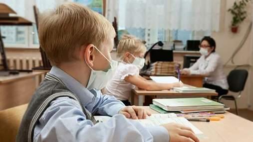 Одесситка жалуется, что у учеников болит голова из-за вакцинированной учительницы: ее высмеяли