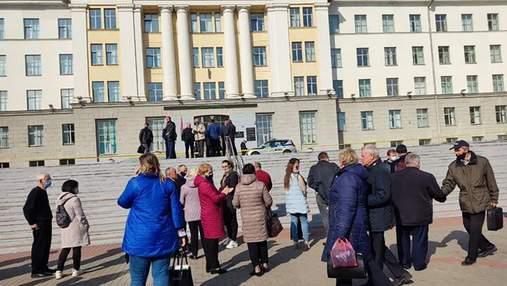 У Білорусі повідомили про мінування вишів та шкіл: поліція евакуювала студентів та учнів