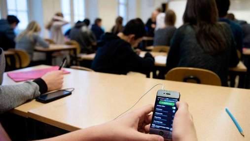 Синці та гематоми по всьому тілу: у Дніпрі школяр побив вчительку, бо та забрала у нього телефон